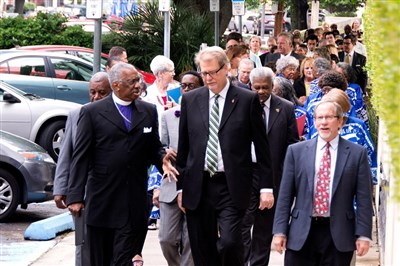 Bishops Richardson and Carter lead Advocacy Days walk to Capitol.