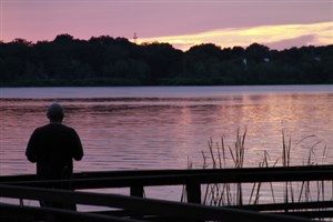Man looking over Lake Griffin at sunrise