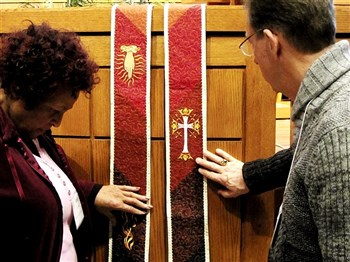 Indiana clergy pray over stoles for new pastors in Sierra Leone